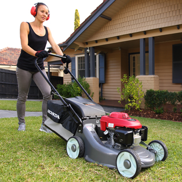 CHOOSING THE RIGHT PETROL LAWNMOWER